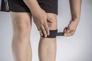 man wearing copper knee brace
